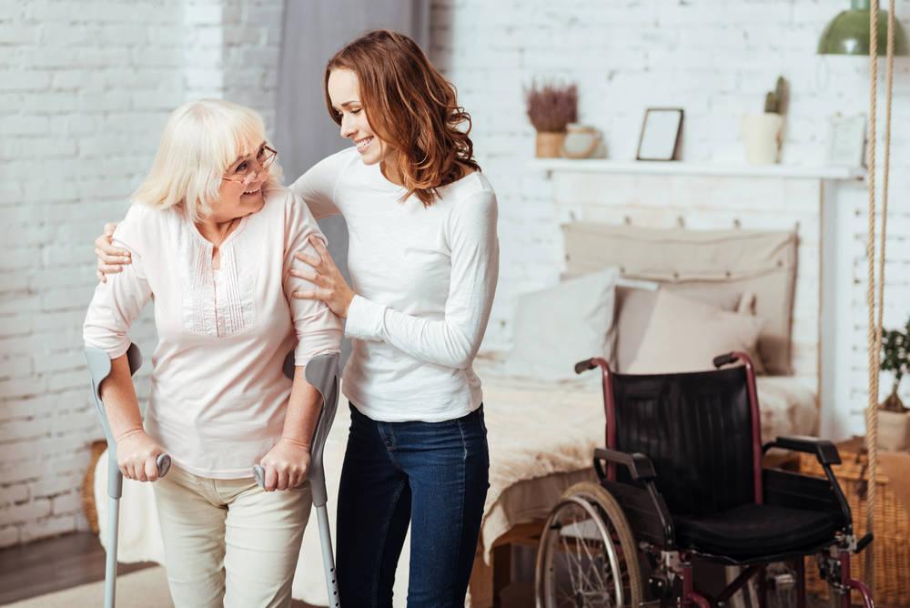 Las ventajas de que los mayores se queden en casa frente a una residencia
